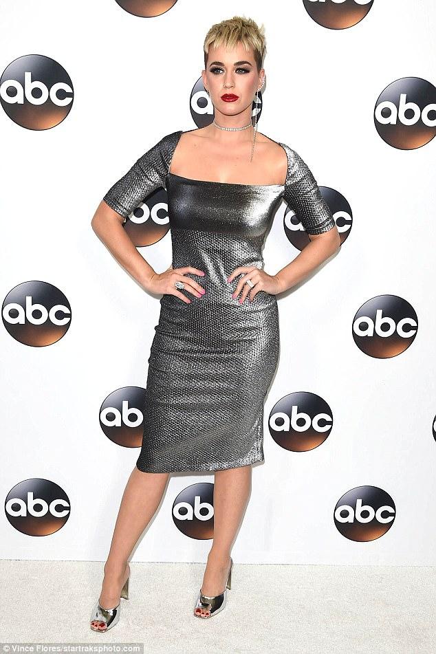 В серебре, да не в обиде: Кэти Пери на вечеринке ABC All-Star Party