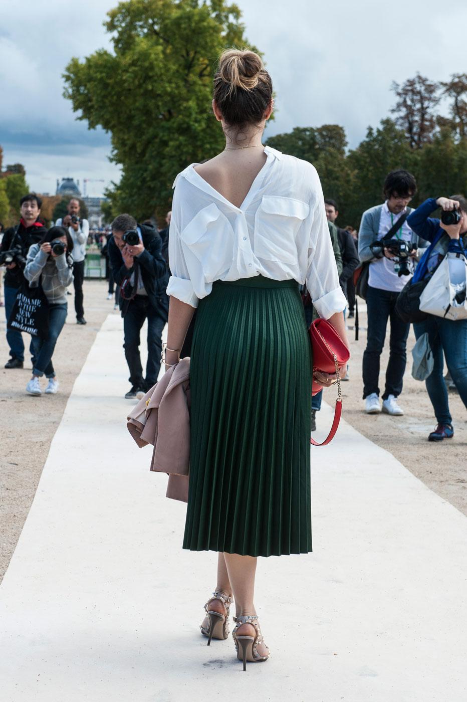 В духе Street-Style: 10 модных образов с белой рубашкой