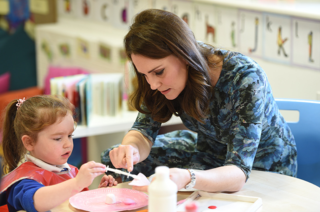 Дубль два: Кейт Миддлтон вышла в свет в образе 3-хлетней давности