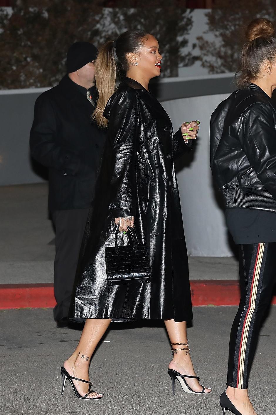 Новый секси-образ Рианны: алая помада и черные кожаные одежды