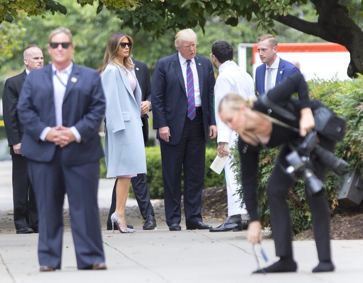 Модный провал: 9 неуместных образов Мелании Трамп за 2017 год