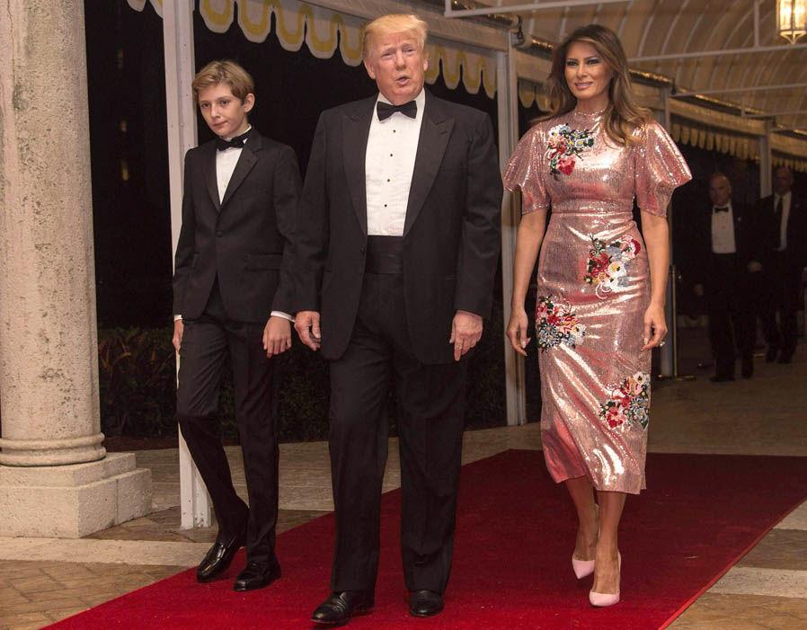 Новый год в стиле Мелании Трамп: в чем встречала праздник Первая Леди?