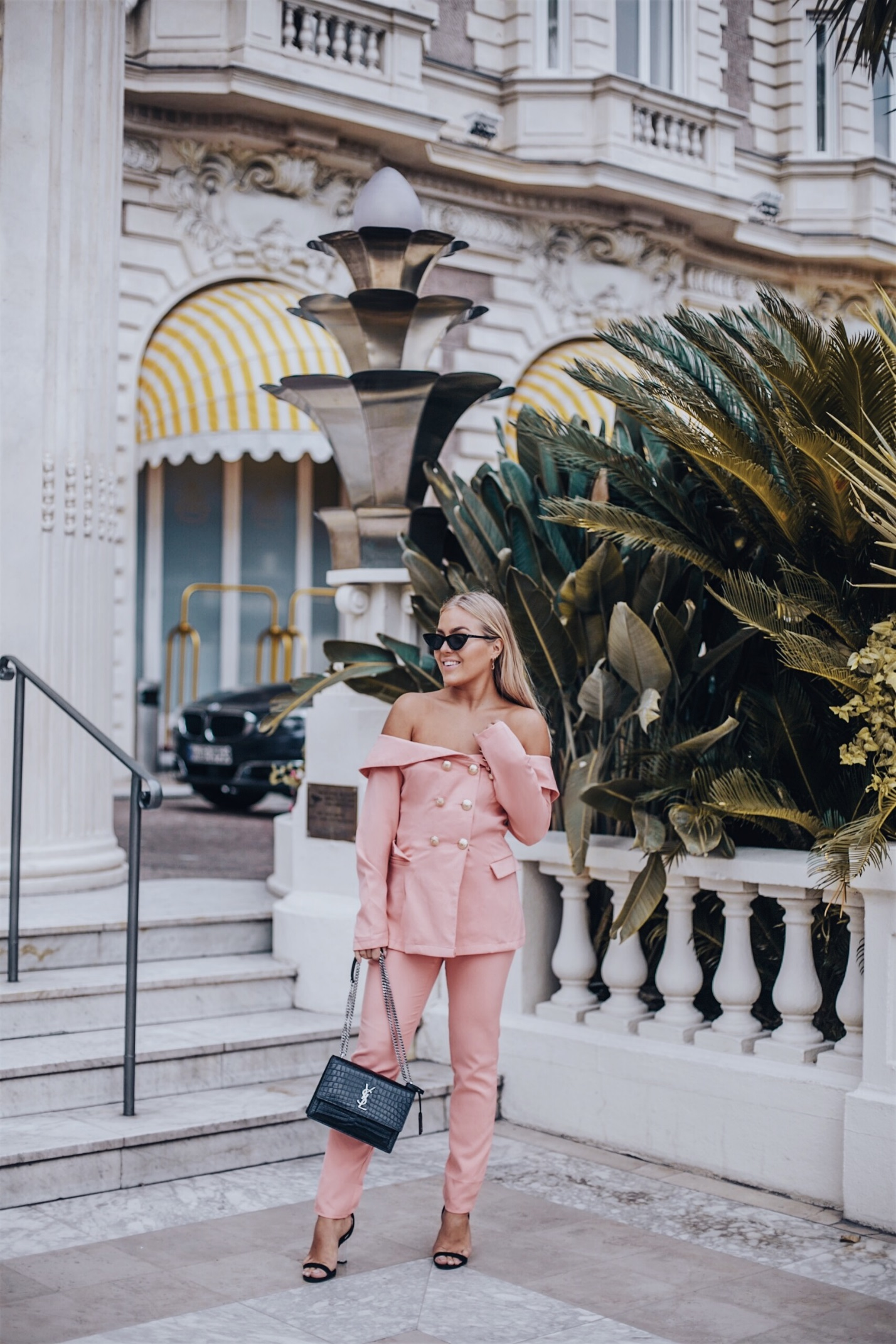 Магия розового цвета: 6 стильных образов на каждый день