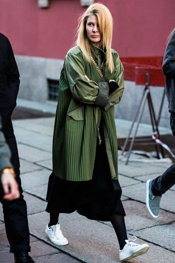 Шикарный темно-зеленый: 6 примеров, как носить самый модный цвет
