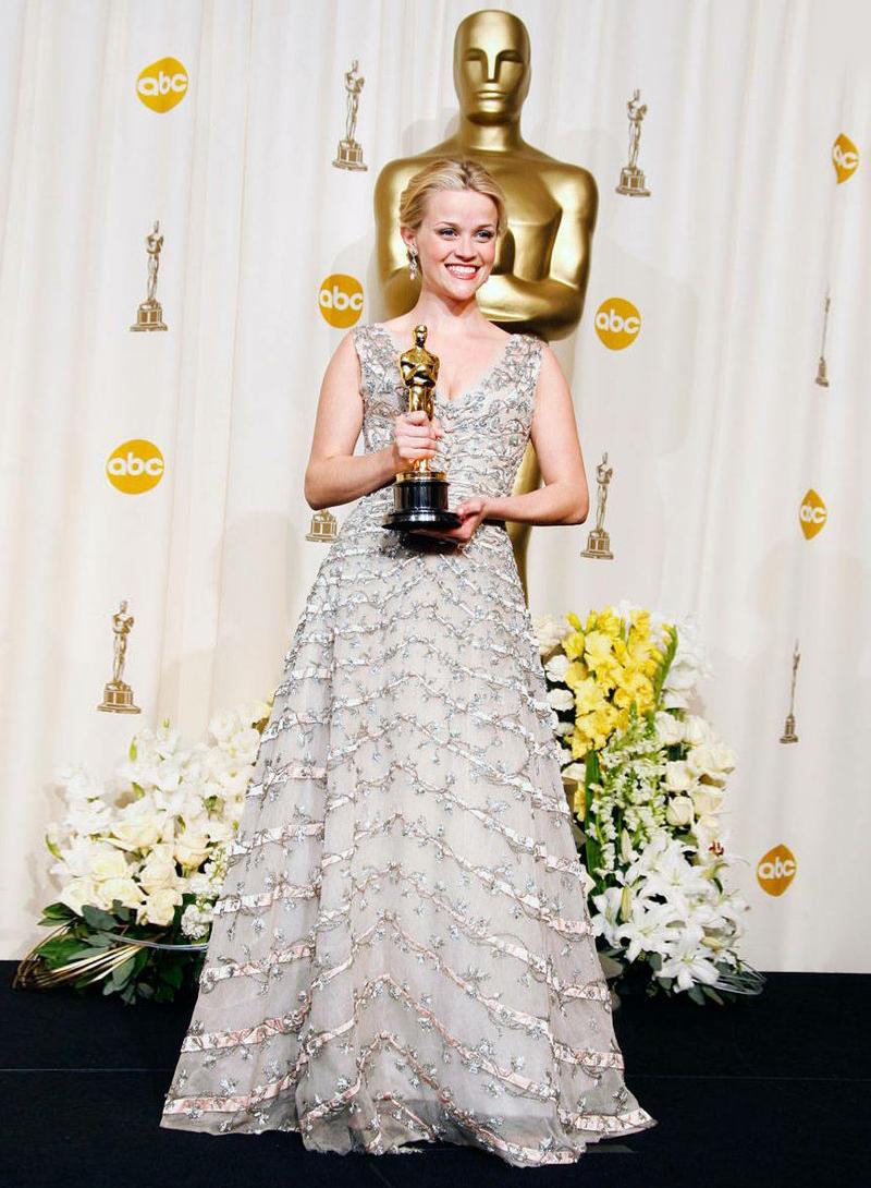 Декольте, шлейфы и золотые статуэтки: 17 лучших нарядов от Dior на церемонии Оскар