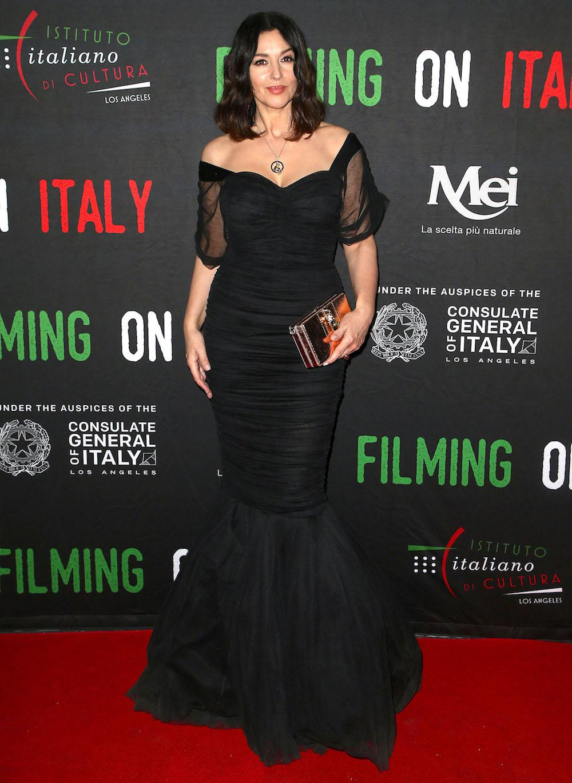 Итальянская стать: Моника Белуччи в черном от Dolce&Gabbana на званом ужине