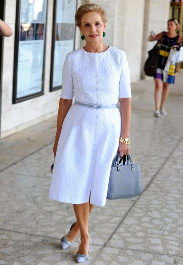 Белые рубашки, рукава-буфы и анти-эйджинг: 7 секретов популярности Каролины Эрреры