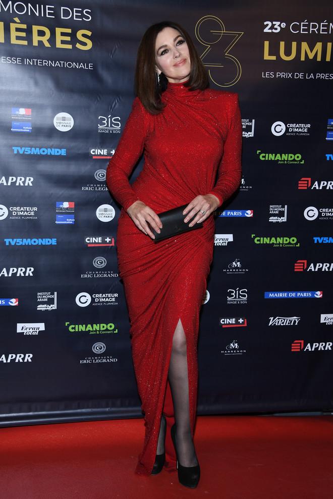 На этот раз в красном: Моника Белуччи стала звездой кинопремии Люмьер