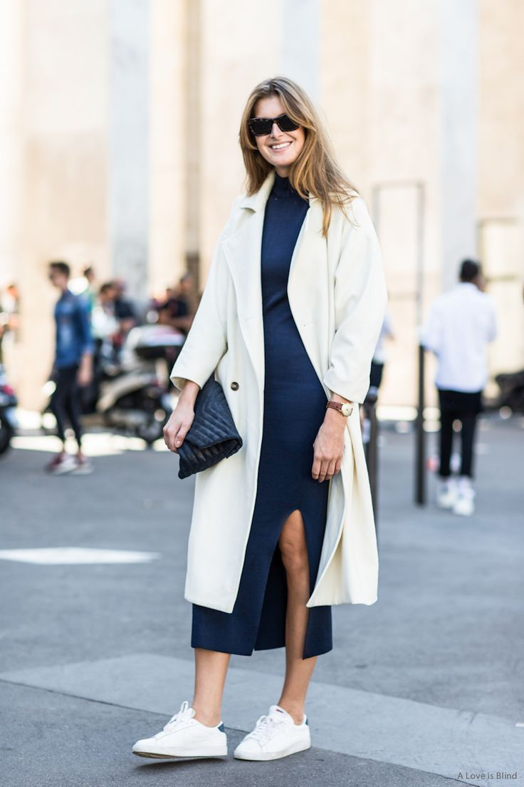 Модная парочка: 6 образов с трикотажным платьем и кроссовками