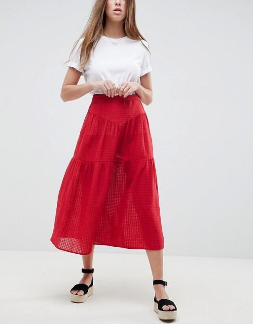 Красный в твоем гардеробе: 7 вещей с ASOS, о покупке которых вы не пожелеете