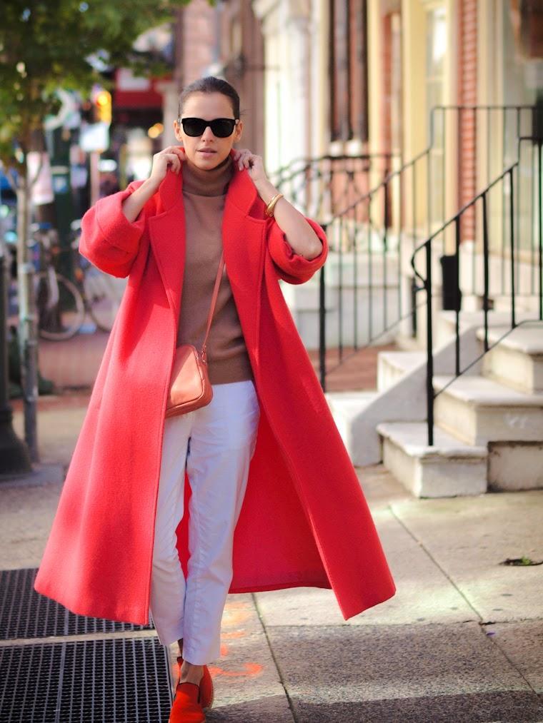 Как носить пальто А-силуэта: 8 образов для всех типов фигуры