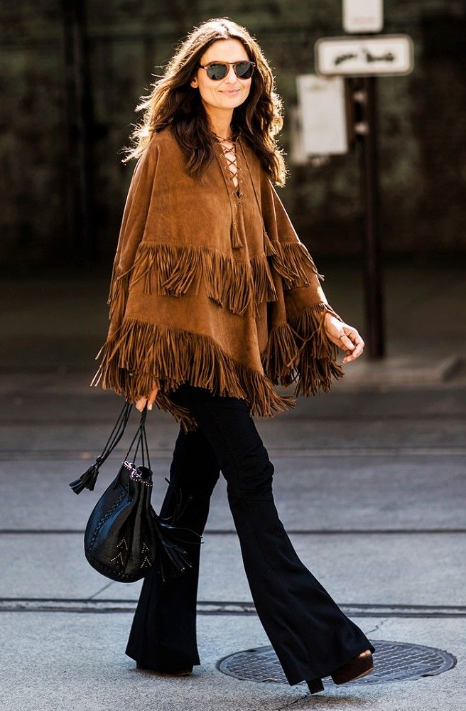 Быть или не быть: 7 модных способов, как носить пончо