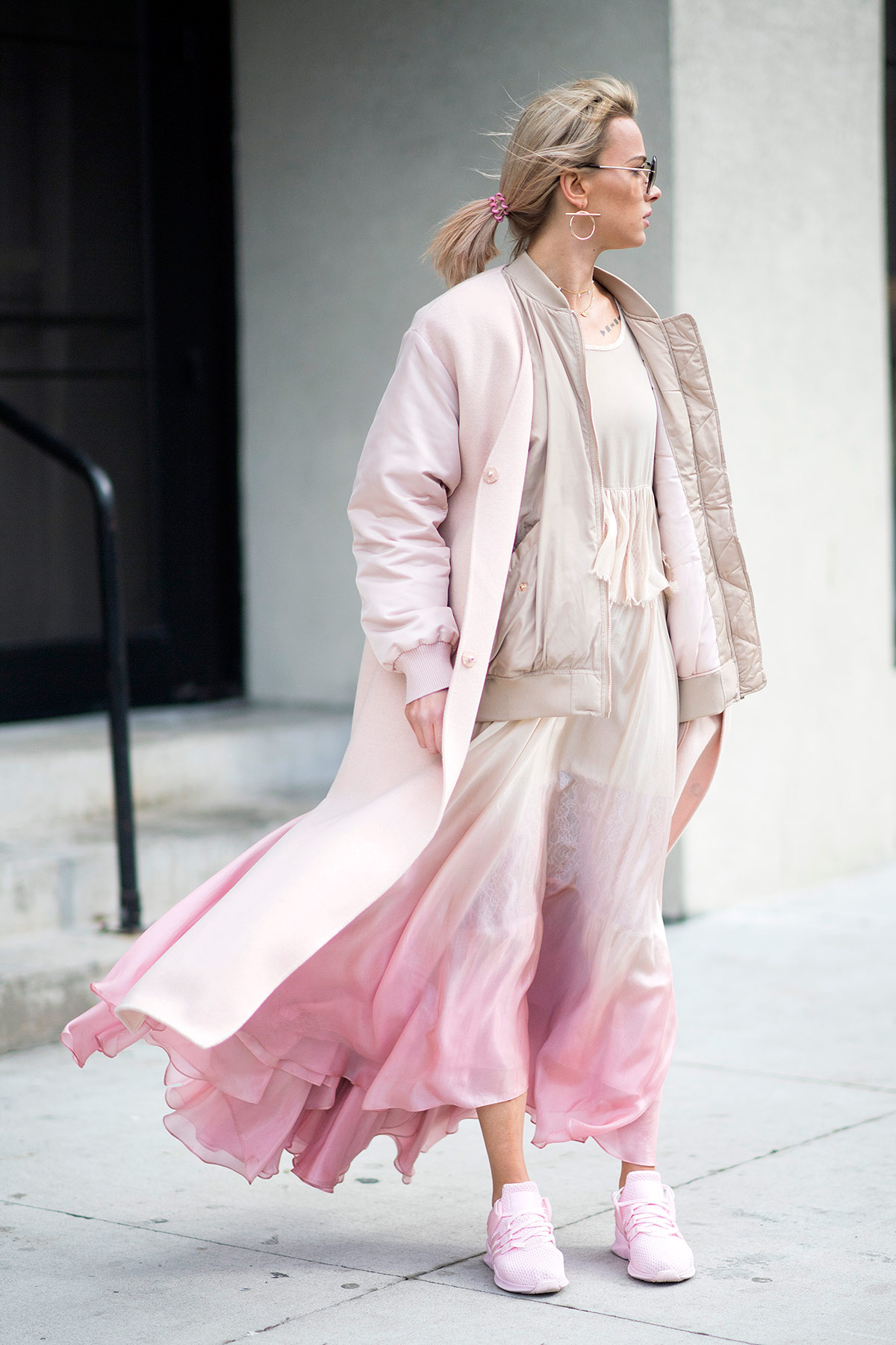 Выход в розовом: 8 примеров, как носить вещи Барби и не быть куклой