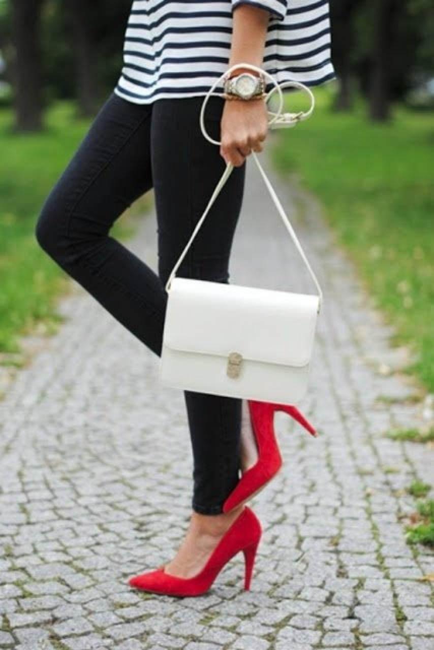 И в пир, и в мир: 9 ярких образов с красными туфлями