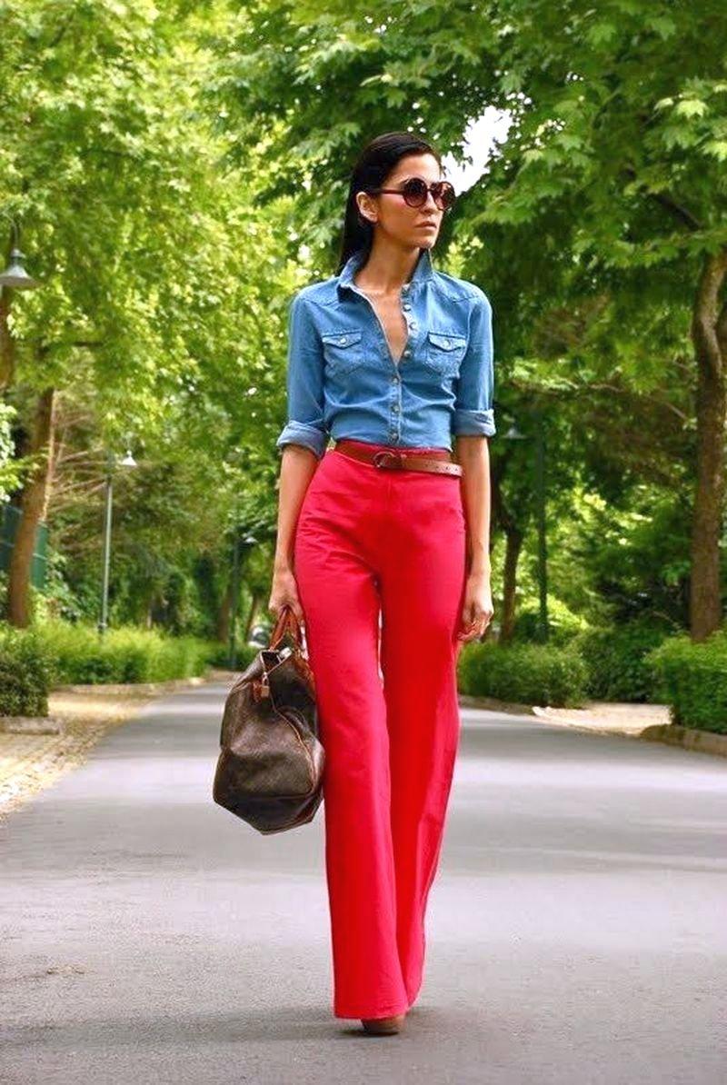 Девушка в красном: 5 советов, с чем и как носить красные брюки