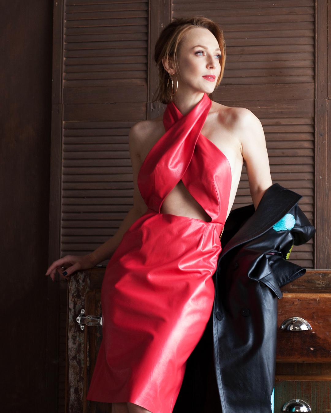 Кожа ей к лицу: откровенное платье Джанабаевой взорвало соцсети