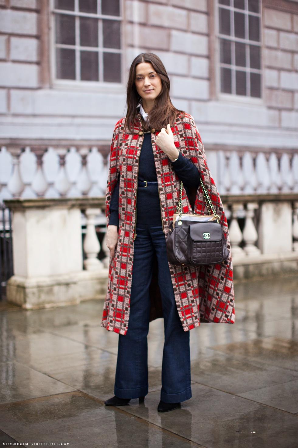 Руки в кейпы: 15 способов носить модное пальто без рукавов