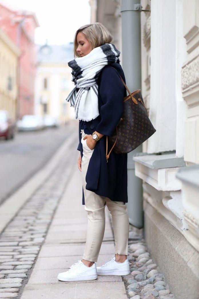 Замотано со вкусом: 8 стильных образов с объемным шарфом на весну