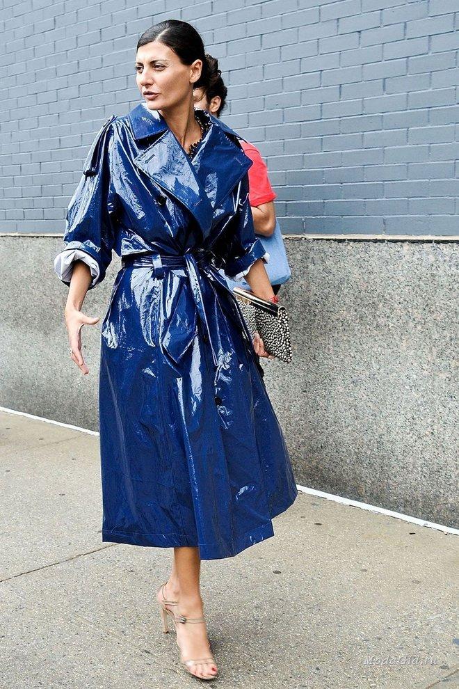 5 способов носить дождевик стильно и по-новому — модные образы к весне