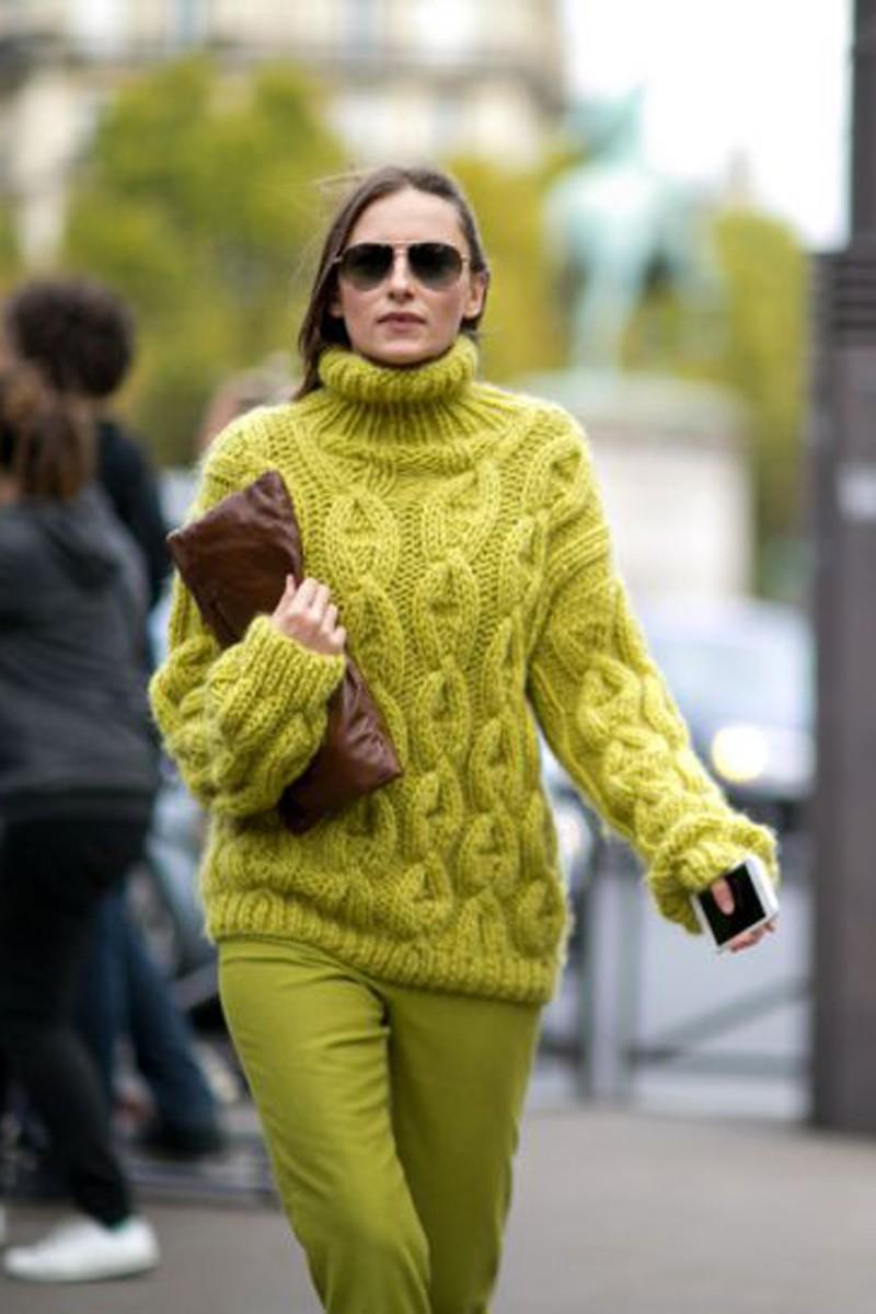 Свитер, не прощаемся с тобой: 8 самых модных моделей сезона
