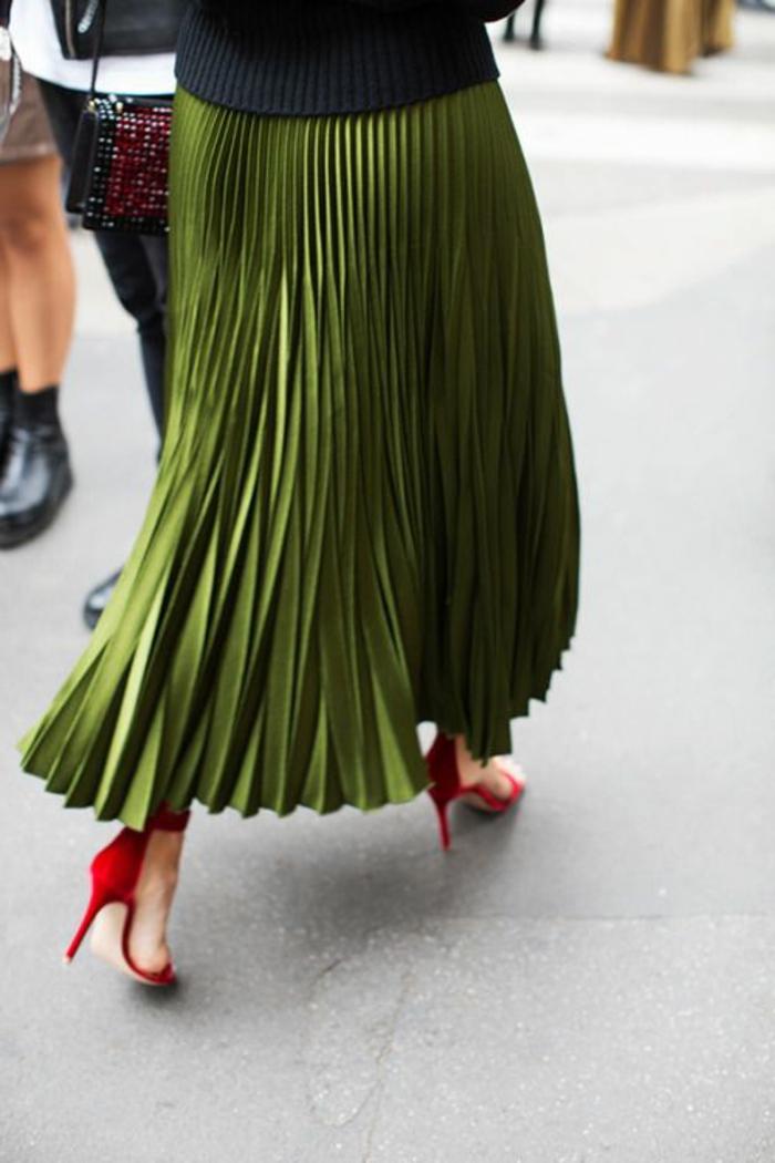 Плиссе, шифон или запах – найди свою юбку этой весной