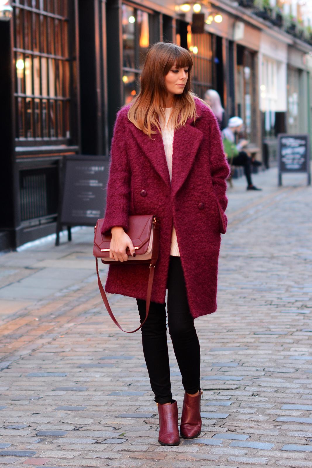 12 образов с пальто в винном оттенке, от которых вы будете без ума