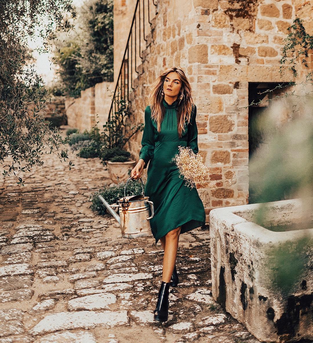 Модная путешественница: 13 ярких образов от фэшн-блогера Тессы Бартон