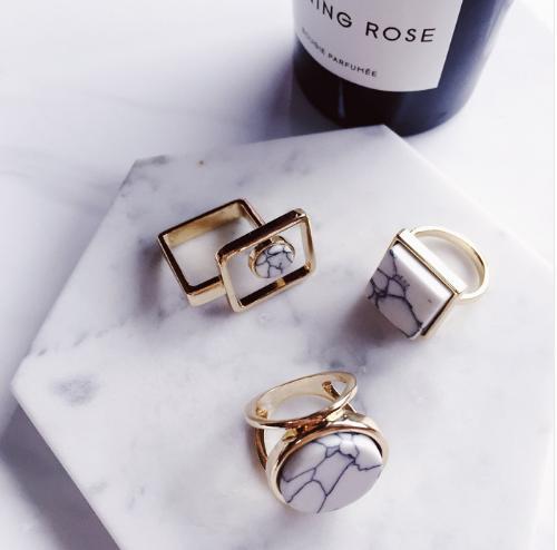 Не все то золото, что блестит: 14 стильных колец на каждый день