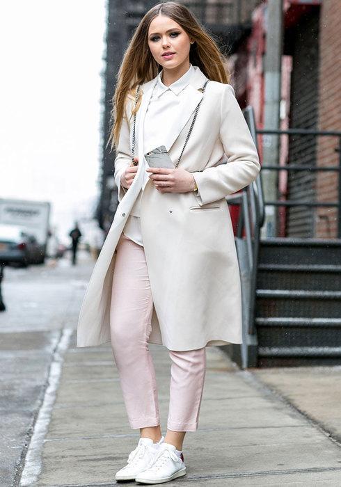 С чистого листа: 17 стильных образов с белой рубашкой
