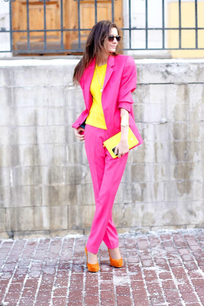 Ярко, смело, модно: 11 идей, как носить одежду цвета фуксии