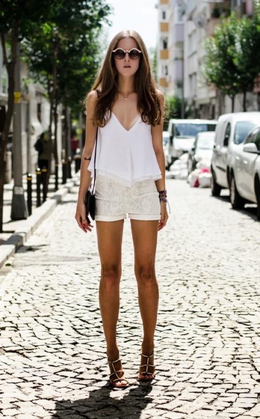По летним правилам: 22 идеальных наряда на теплые деньки