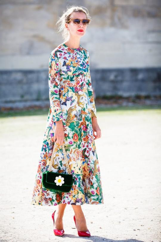 Цветы, апельсины и пальмы – 14 платьев с принтом для лета