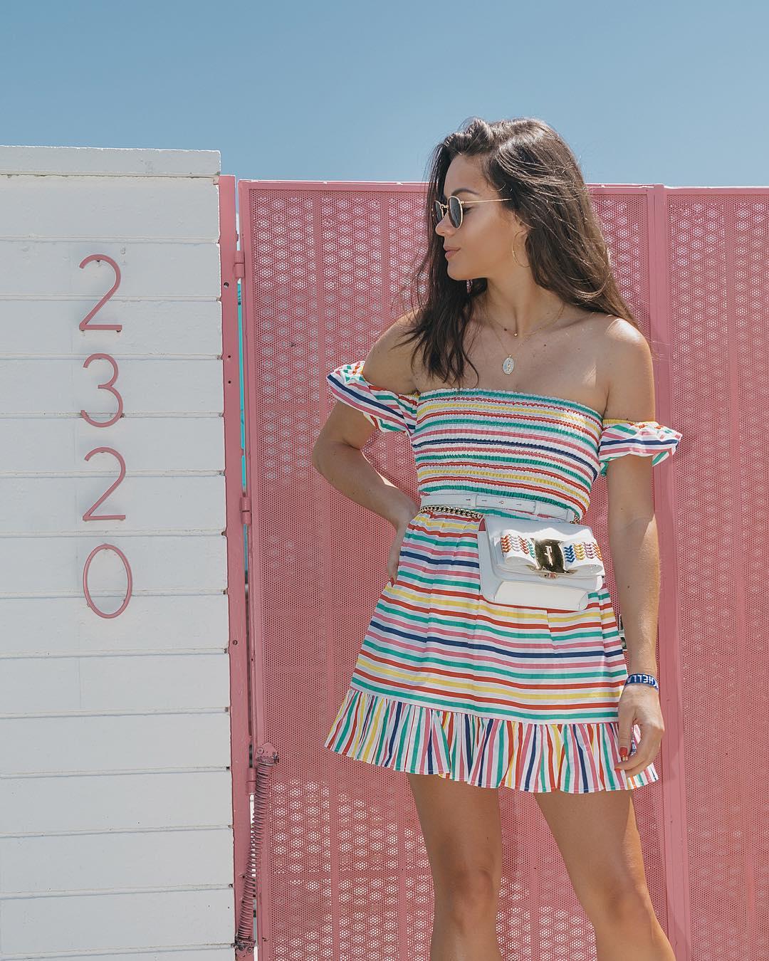 Must-Have сезона: 7 летних образов с платьем в полоску