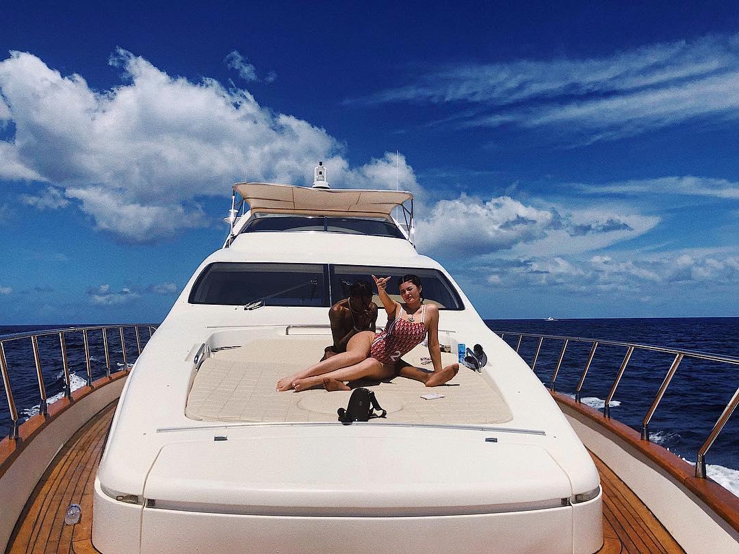Кайли Дженнер: Какой купальник выбрать, чтобы выглядеть божественно этим летом?