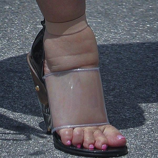Этот новый тренд испортит ваши ножки. Не носите его!