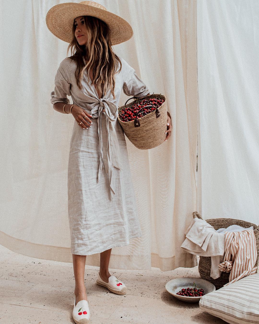 С чем носить белое платье: 10 ярких решений для летних деньков
