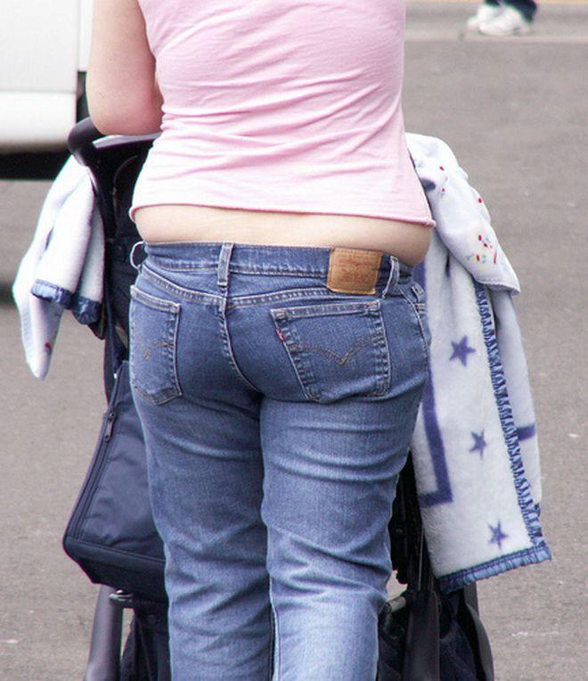 Фото жирная баба в джинсах силиконовая