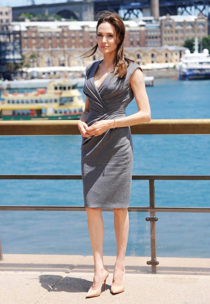 Как носить платье с запахом, чтобы вашей фигуре завидовали: 15 звездных примеров