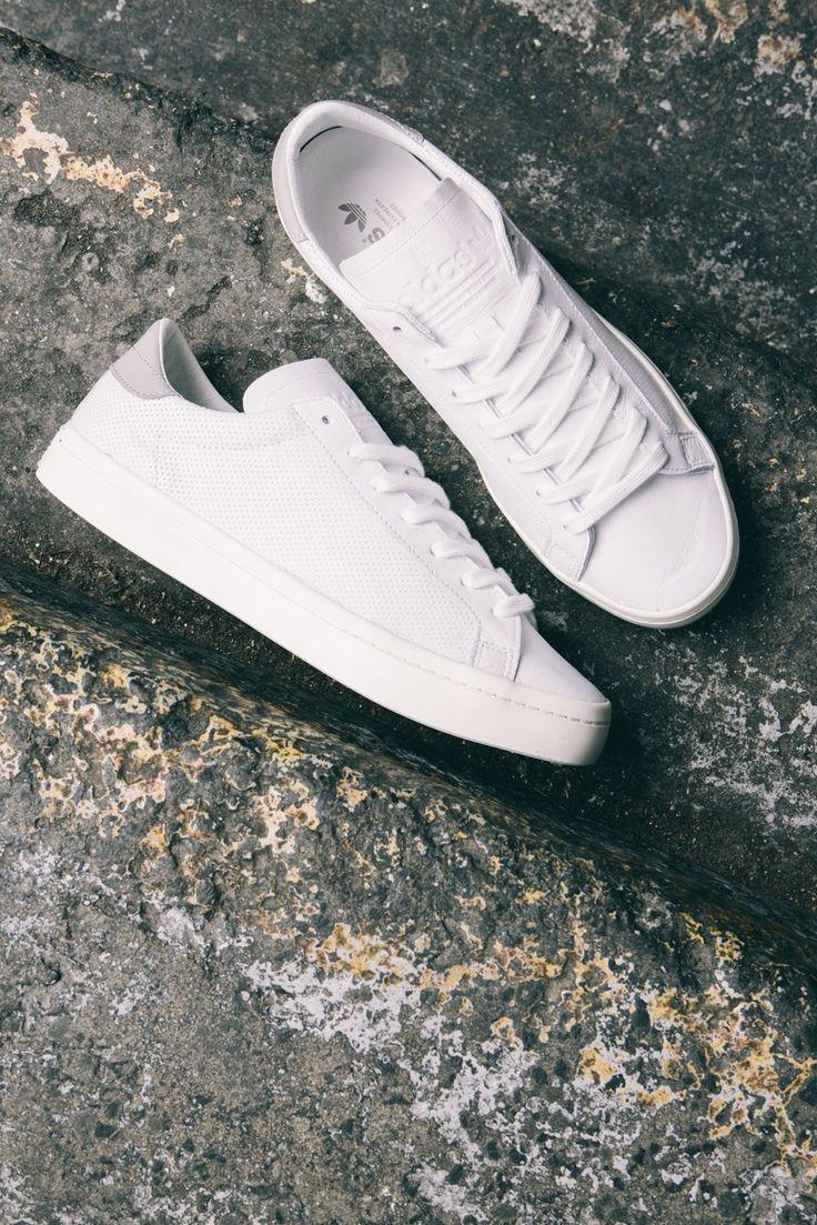 В ритме города: 14 ультра-стильных идей, с чем носить белые кроссовки