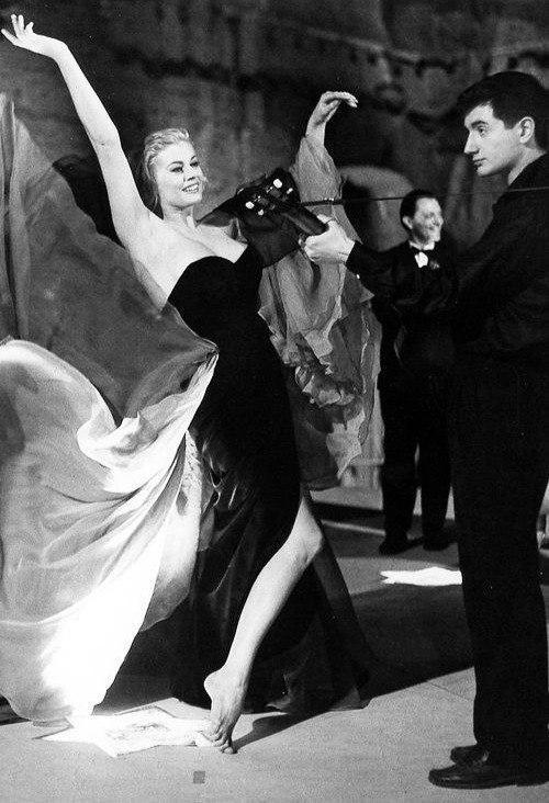 Образ — легенда: 5 культовых черных платьев из кино. Они прекрасны!