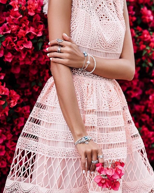 4 секрета безупречного образа с женственными платьями от Аннабель Флер