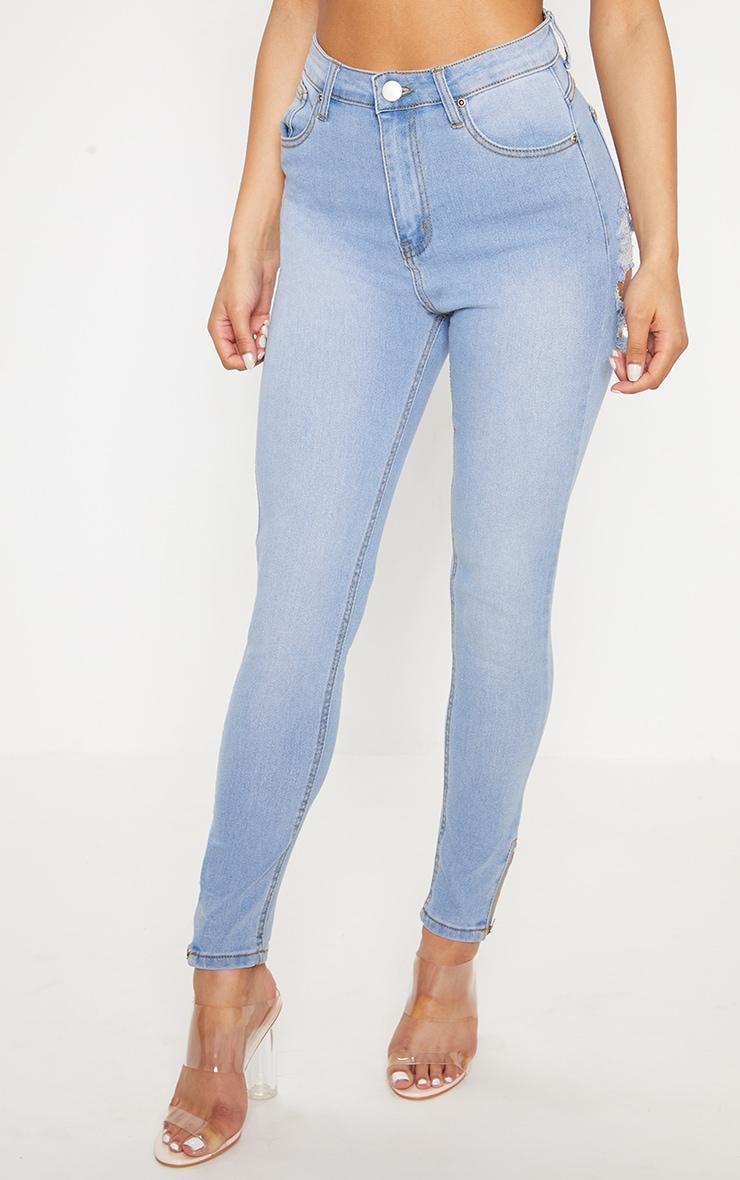 Вот самые горячие джинсы летнего сезона — с разрезами на ягодицах. Новый тренд!