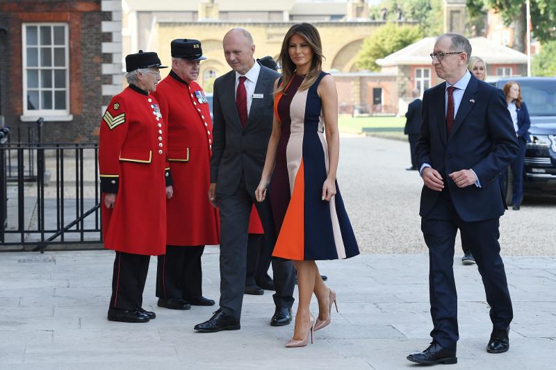 Мелания Трамп ослепила всех своей улыбкой и умопомрачительным платьем от Виктории Бекхэм