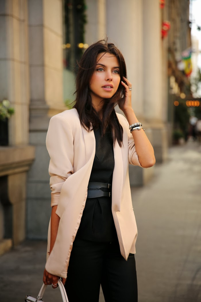 8 примеров, как носить пиджак и быть женственной