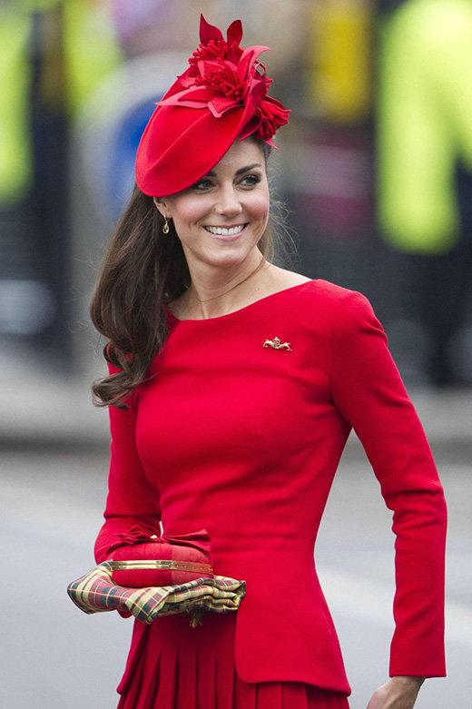 Больше, чем головной убор: 10 самых эффектных шляпок герцогини Кейт Мидллтон