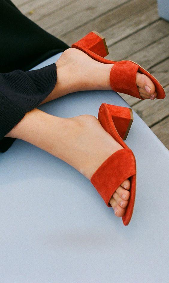 Эти 3 пары обуви вы должны срочно купить, если хотите быть в тренде