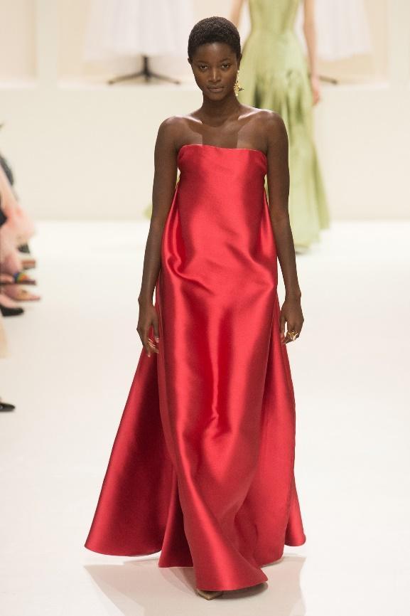Шик и лаконичность: 14 самых ярких образов из новой коллекции Christian Dior