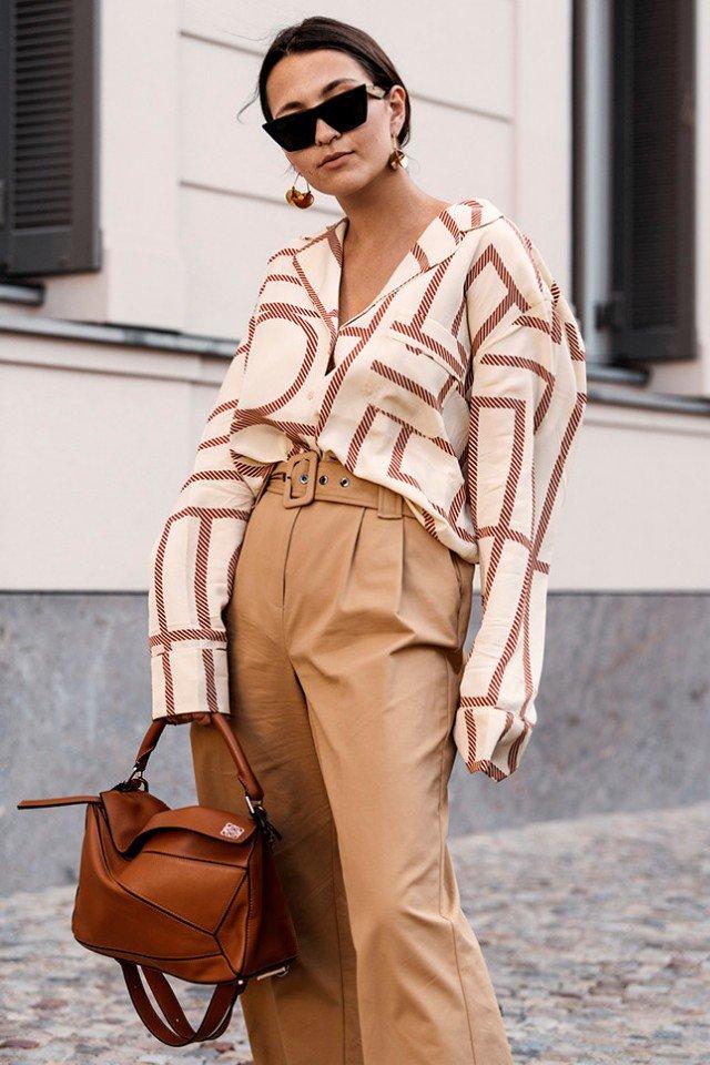 Светлый деним, свободный крой и базовый подход: 13 стильных образов от немецких модниц