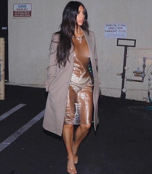 Без белья и в пластике: Ким Кардашьян снова сразила наповал своим скандальным выходом