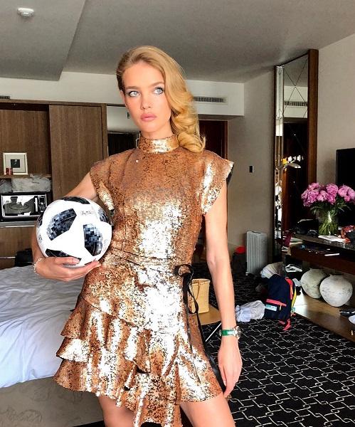 Это золотое платье от LV Натальи Водяновой уже обсудили все кому не лень